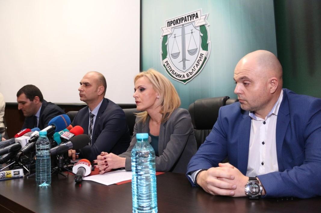 На брифинга на прокуратурата в София, свързан с ареста на Нено Димов, присъстваха Ангел Кънев, Димитър Франтишек Петров, Сийка Милева, Ивайло Иванов.