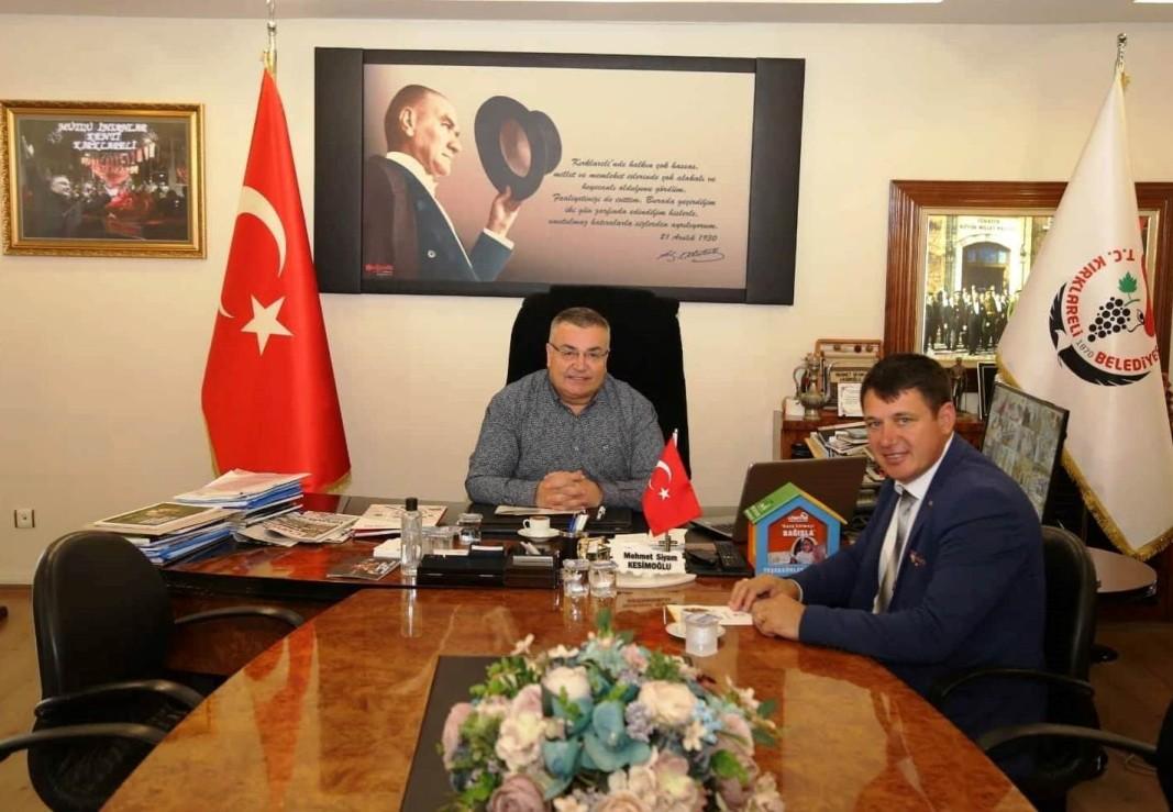 79526c28ed5 Кметът на Ардино Ресми Мурад проведе работна среща с кмета на Къркларели  Мехмет Сиям Кесимоглу. Двамата обсъдиха възможностите за развитие на  двустранните ...