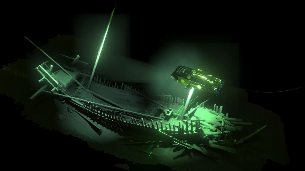 L'épave d'un vaisseau de commerce à deux mâts (XIII s), découverte à une profondeur de 1100 m. à l'est de Varna