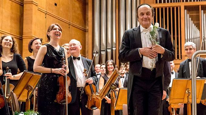 Жизненият и изпълнен с желание за работа 82-годишен швейцарски диригент