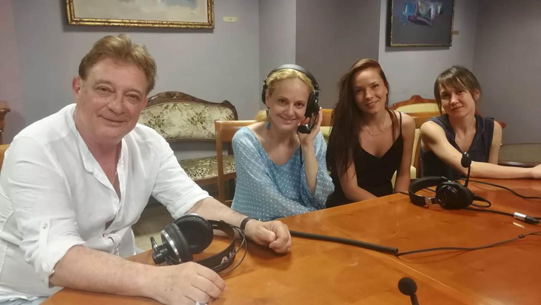 """""""Радиоприемница"""" беше сред приятели от Народния театър Снимка Луиза Лазарова"""