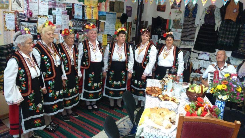 Село Куманово е част от община Аксаково в област Варна.