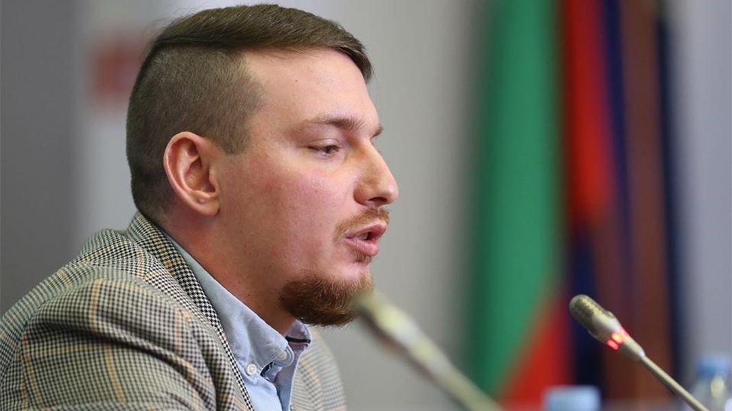 Адриjан Николов