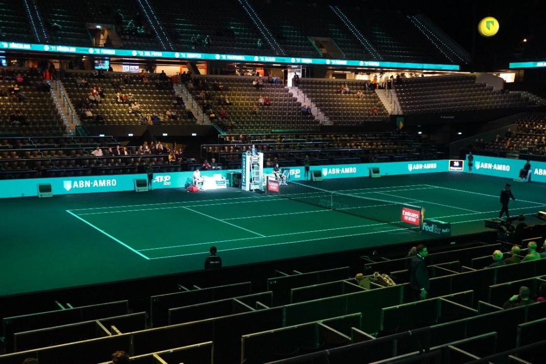 Залата е полупразна през първия ден на турнира.