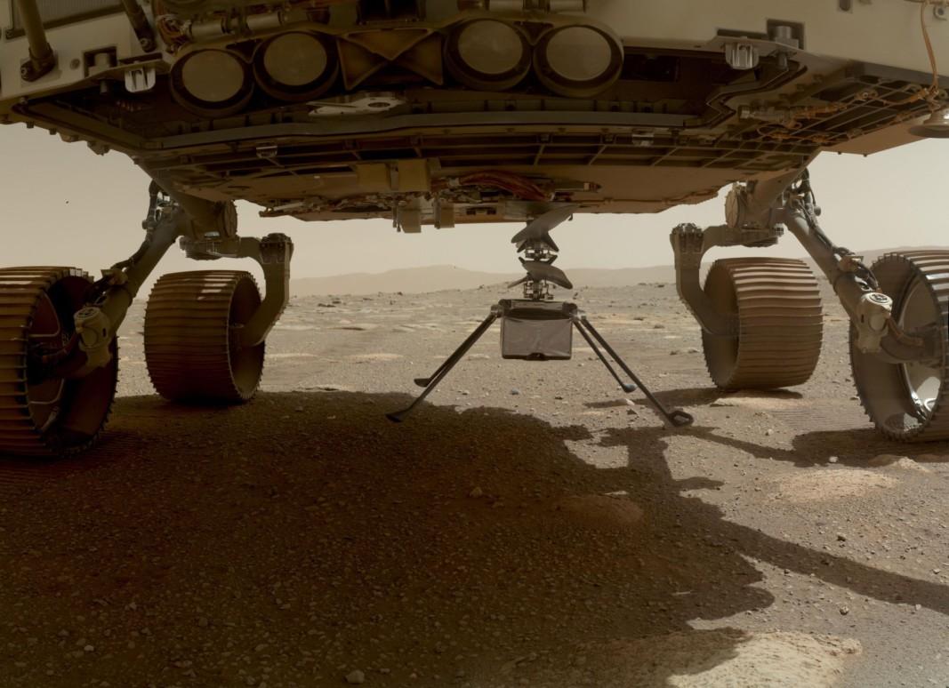 Хеликоптерът Ingenuity преди да се отдели от марсохода