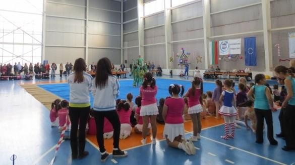 Снимка: 500 деца ще участват в петото издание на коледния гимнастически фестивал