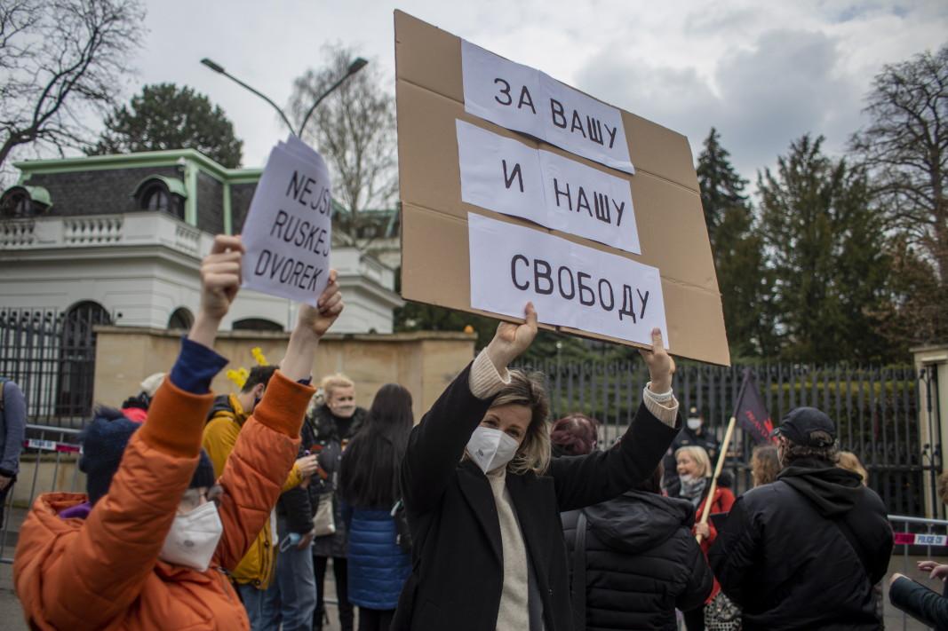 На протеста пред руското посолство в Прага - 18 април 2021 г.