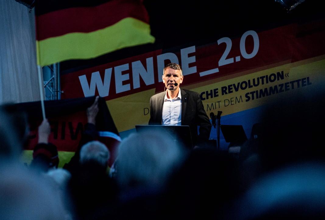 """Лидерът на """"Алтернатива за Германия"""" в Тюрингия Бьорн Хьоке поставя акцент върху мигрантите."""