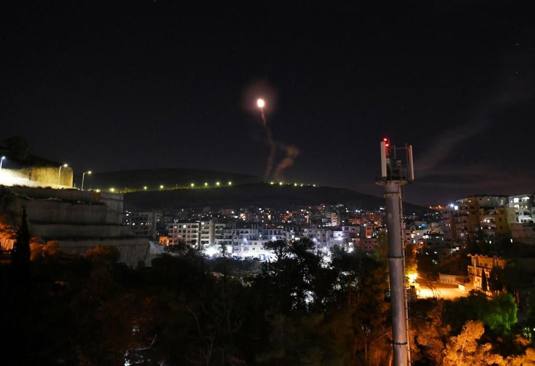 Сирийската ПВО реагира на израелските въздушни удари над Дамаск. Снимка: БТА