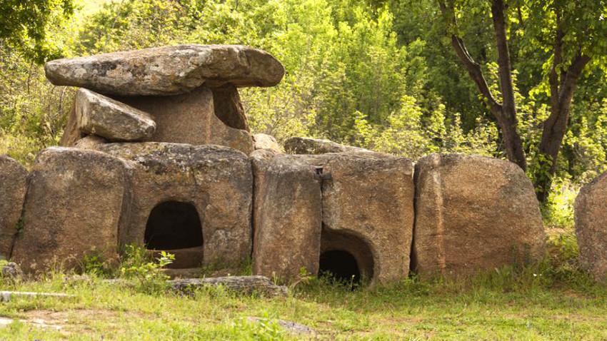 Dolmene in der Nähe des Dorfes Hljabowo in Südostbulgarien / Foto: Gergana Encheva / Shutterstock