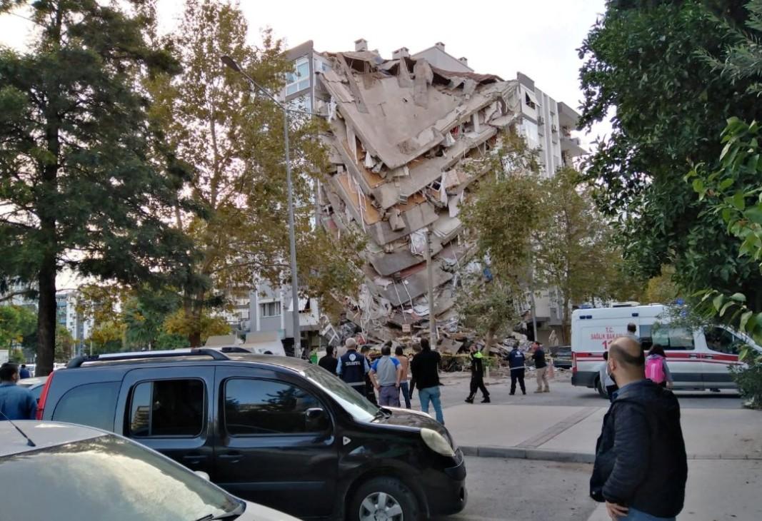 Срутена сграда в град Измир