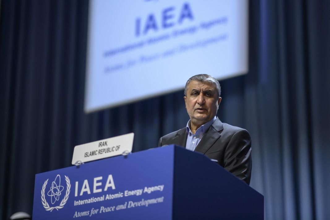 Мохамад Еслами, ръководител на Организацията за атомна енергия на Ислямска република Иран (AEOI), прави изявление по време на 65 -ата Генерална конференция на Международната агенция за атомна енергия (МААЕ) в централата на МААЕ в седалището на ООН във Виена, Австрия, 20 септември 2021 г.
