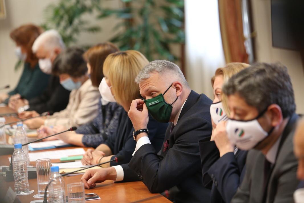 Представителите на ИМВ и ДБ на консултациите при президента