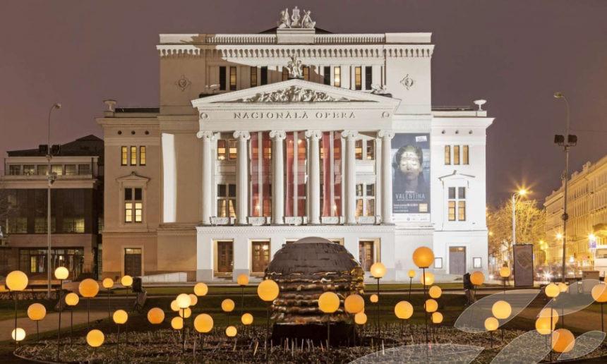 През последните години много знаменити певци идват от Латвия. Ще