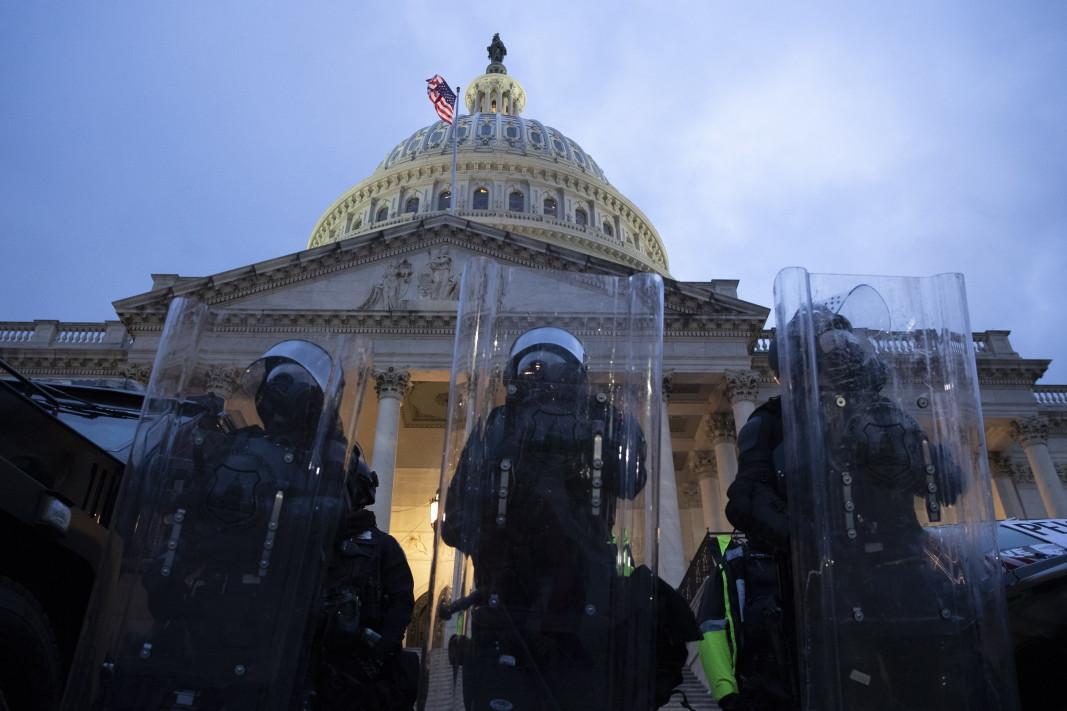 Пред Капитолия, САЩ, 7 януари 2021 г.