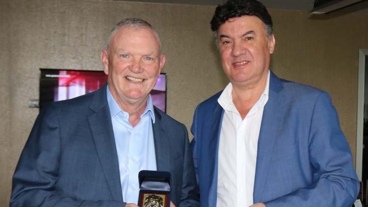 Президентът на Българския футболен съюз Борислав Михайлов посрещна своя английски
