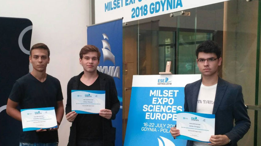 Antoan Georgiev (center) at Milset Expo Sciences Europe in Gdynia, Poland