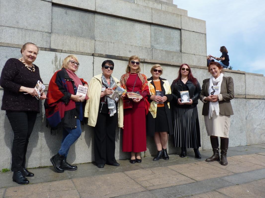 Среща на Бойка Асиова с читатели   Снимка: личен архив