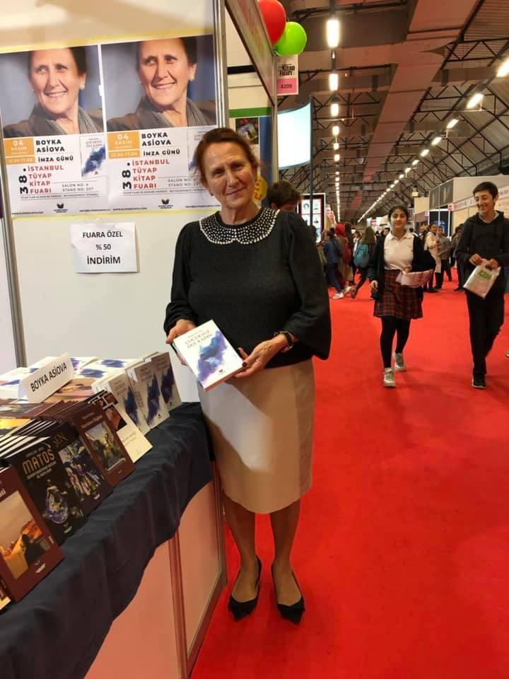 Бойка Асиова на Истанбулския панаир на книгата