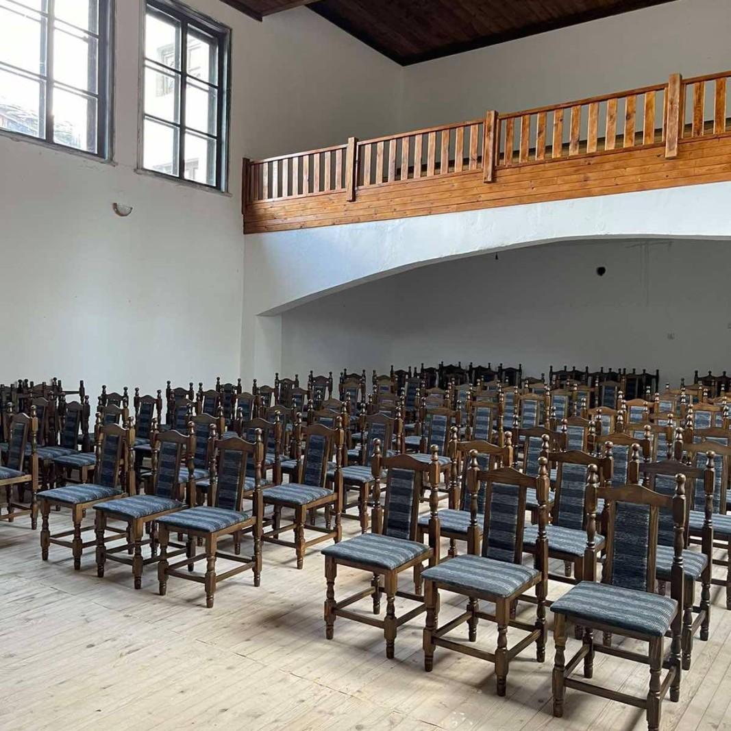 Новите столове в читалището