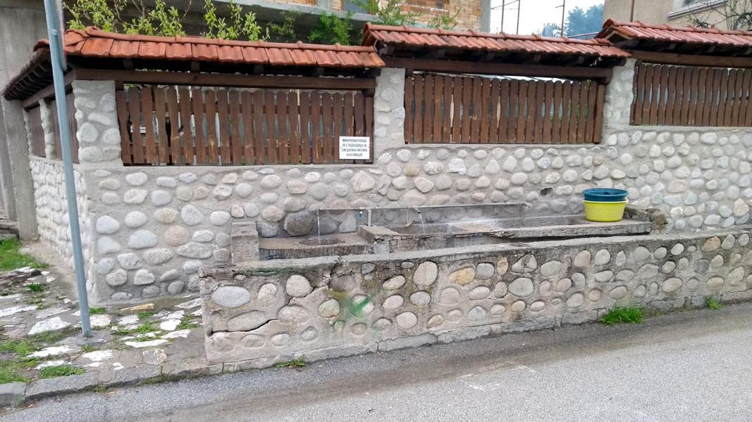 Улична чешма с минерална вода