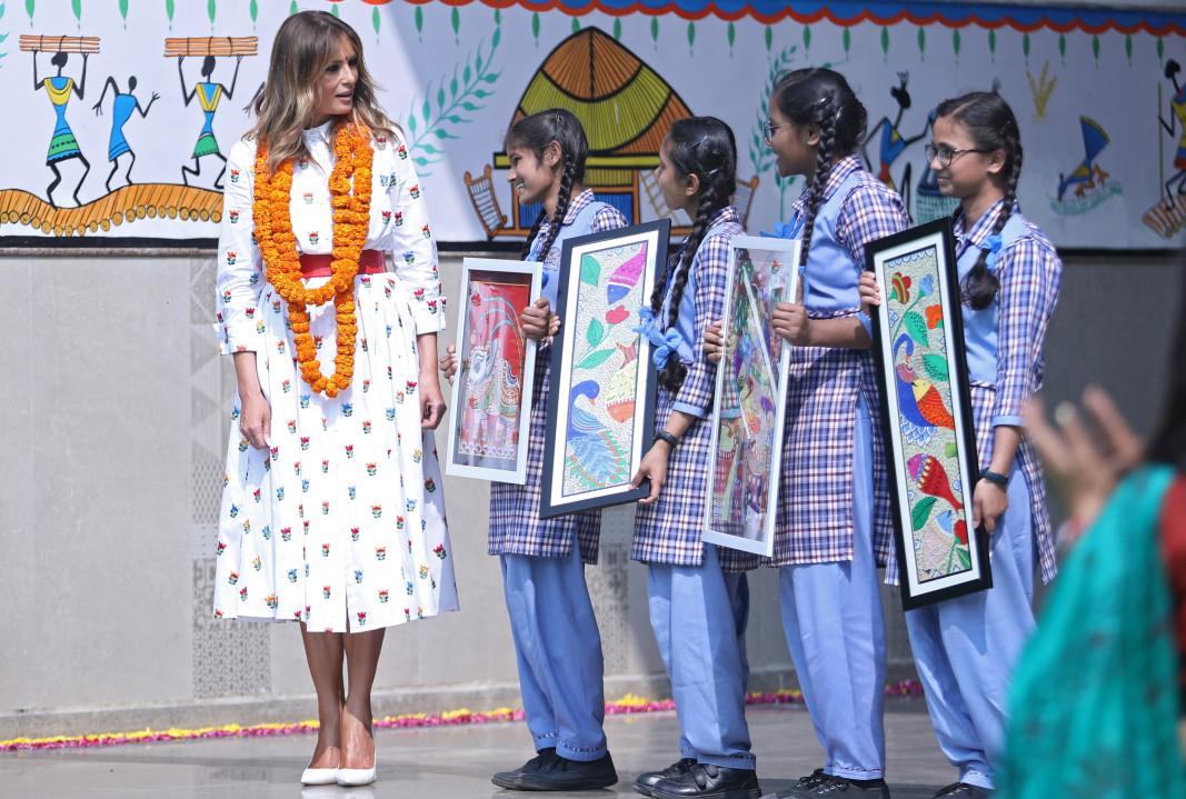 Първата дама на САЩ Мелания Тръмп посети индийско училище.       Снимка: ЕПА/БГНЕС