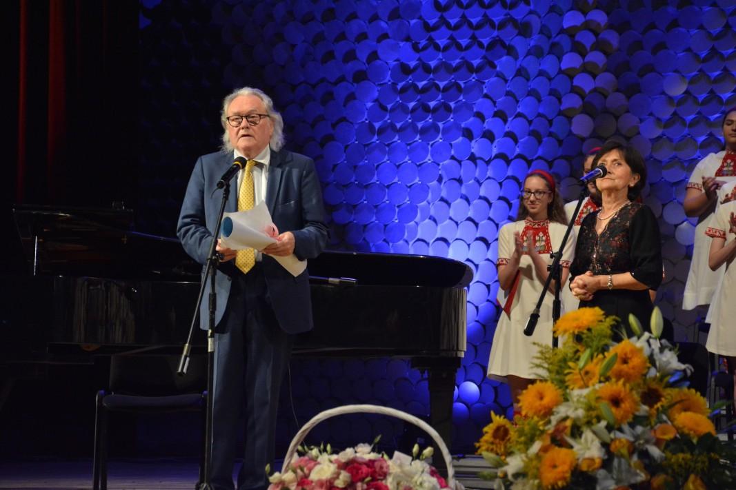 Жан-Пиер Авермат, генерален секретар на Европейската федерация на хоровете.