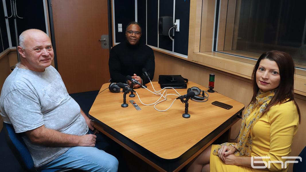 Джейми Уилямс в студиото със Светослав Табаков и Лили Райли.