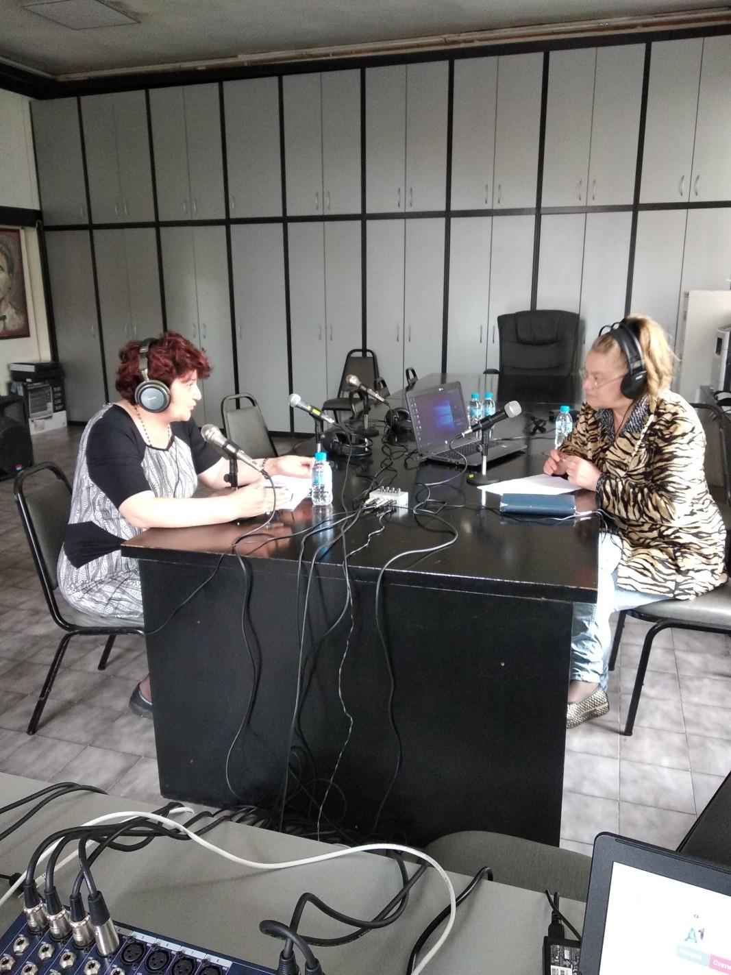 Красимира Топузова и водещата на откритото студио Мариана Попова