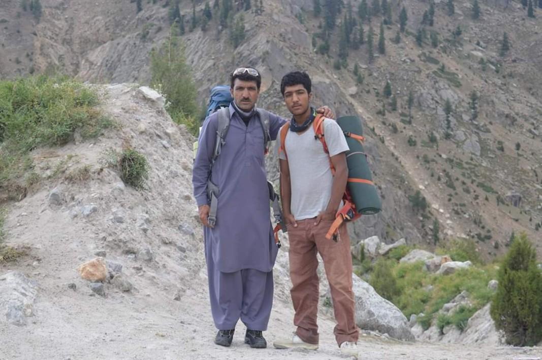 Али Садпара и синът му