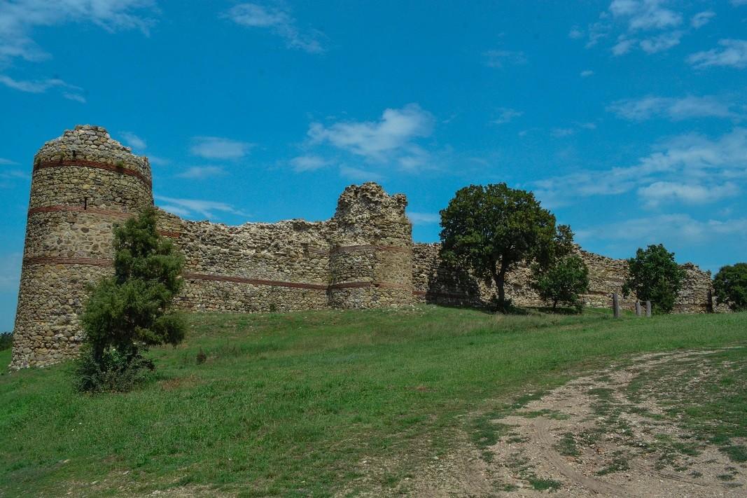 La forteresse médiévale Neutzikon près du village Mezzek