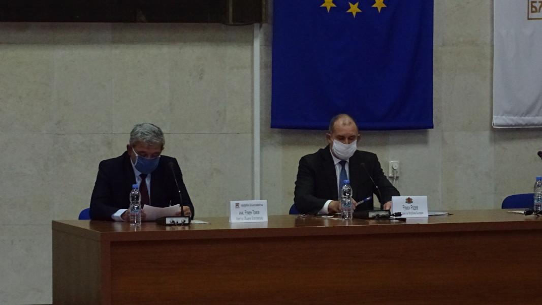 Президентът Румен Радев на заседанието  в Благоевград.