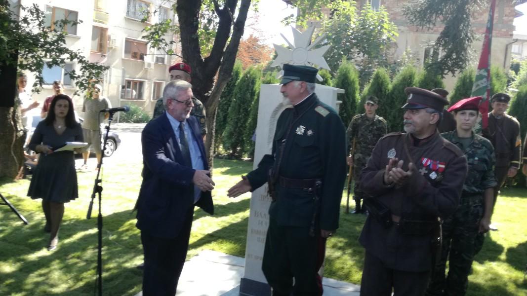 Паметник на генерал Владимир Вазов беше открит в Троян по