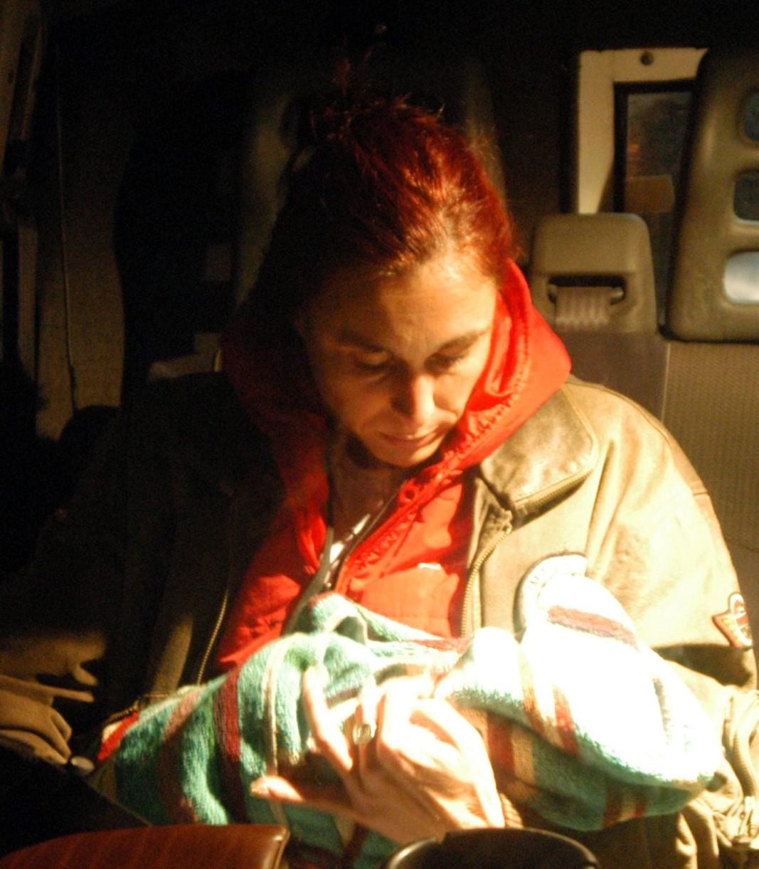 Александра Никова с новородената Александра