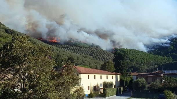 Все още не са загасени пожарите в планината Сера край