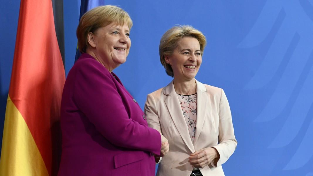 Урсула фон дер Лайен /дясно/ среща с германския канцлер Ангела Меркел в Берлин