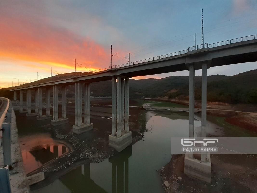 Залез над мостовете над пресъхващият яз. Цонево.