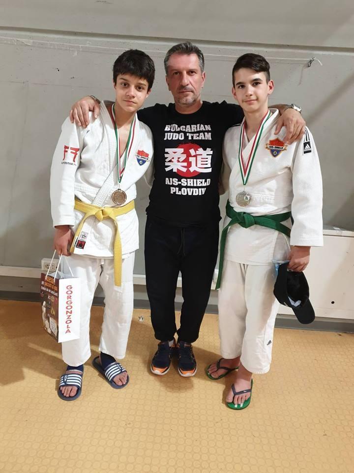 Петър Петрушев с медалистите