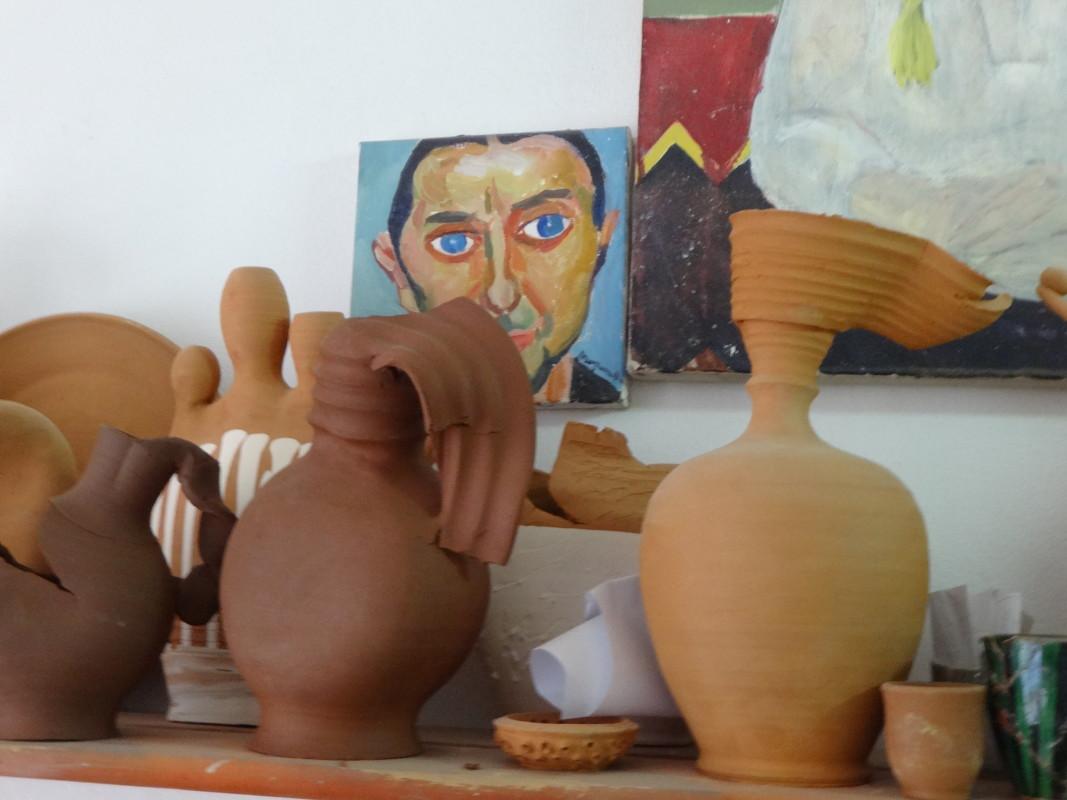 Зад стомните на Захари се крие портретът му, нарисуван от проф. Попнеделев