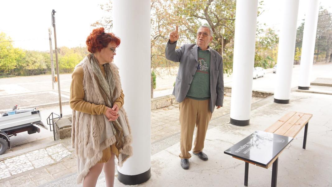 Венера Димитрова, секретар на НЧ Просвета и Личко Цолов, кмет на Славотин