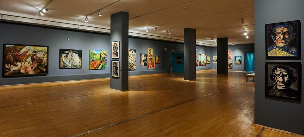 """Кадри от изложбата """"Андрей Даниел. Между две епохи"""" в Софийска градска художествена галерия"""