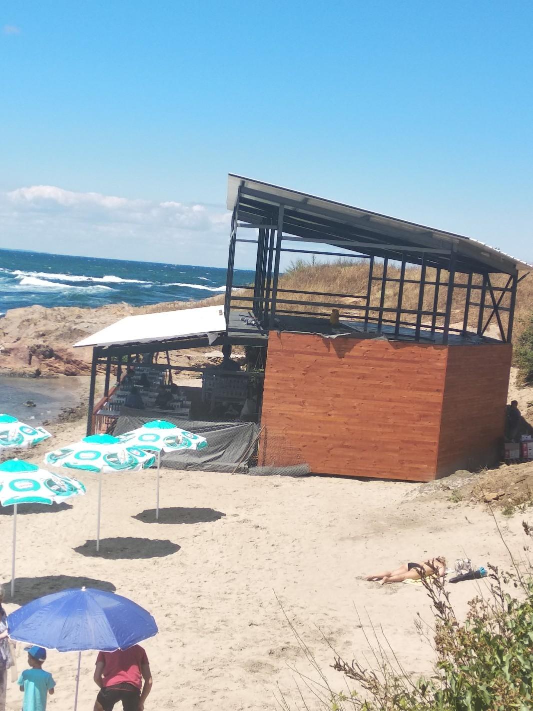 След премахването на временния обект плажът ще остане такъв, какъвто е заварен, твърди управителят