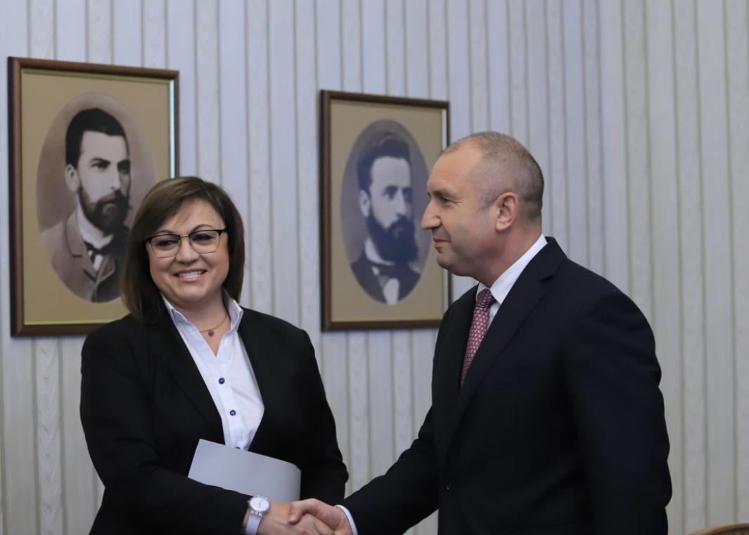 Лидер БС Корнелия Нинова и президент Румен Радев