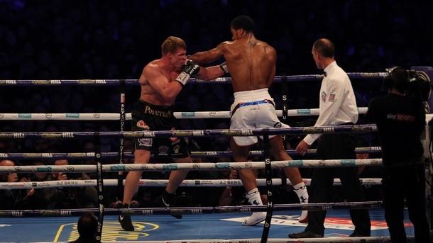 Британецът Антъни Джошуа победи с технически нокаут в седмия рунд