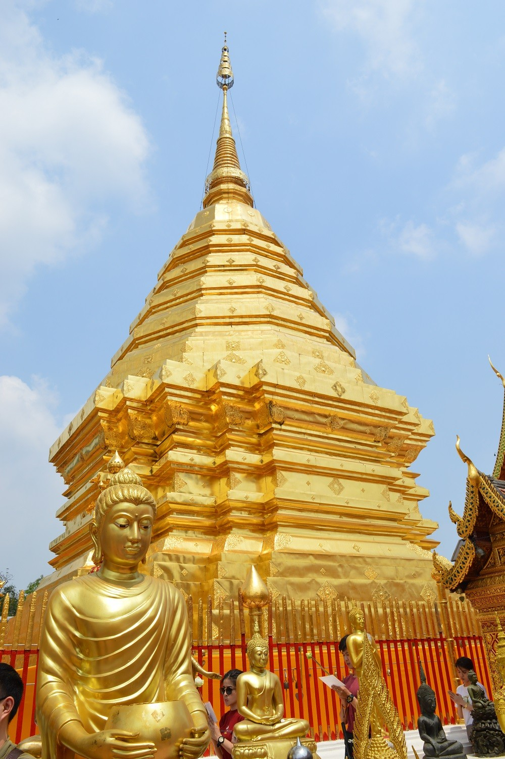 Златният храм в Чианг Май. Снимка: dromomania.bg