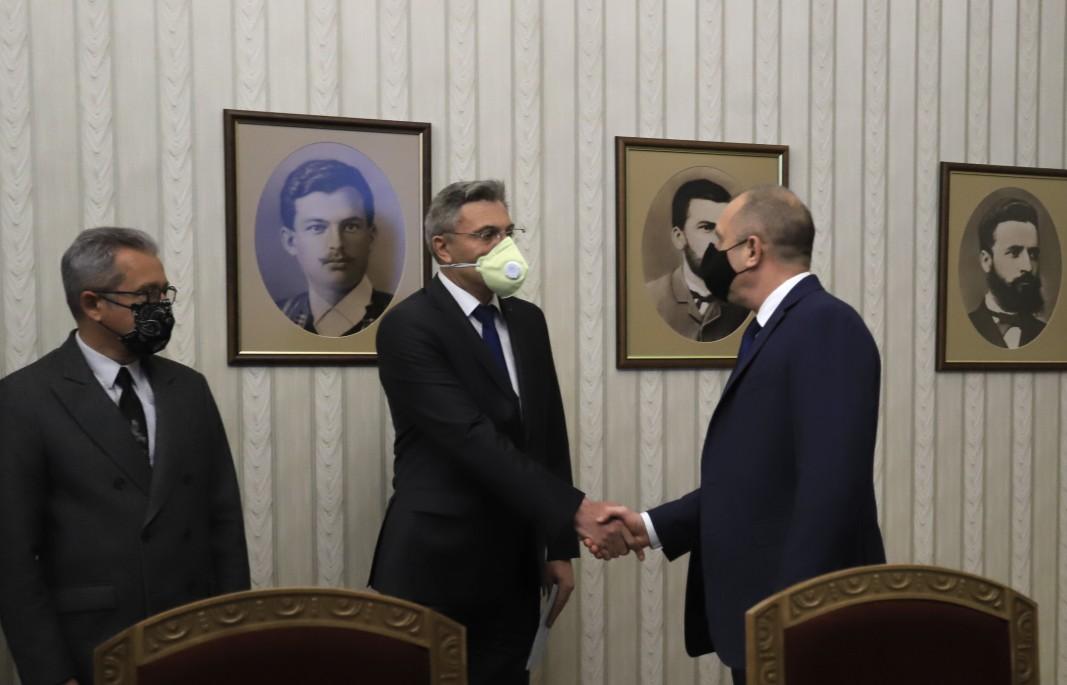 El presidente Radev con representantes del Movimiento por Derechos y Libertades