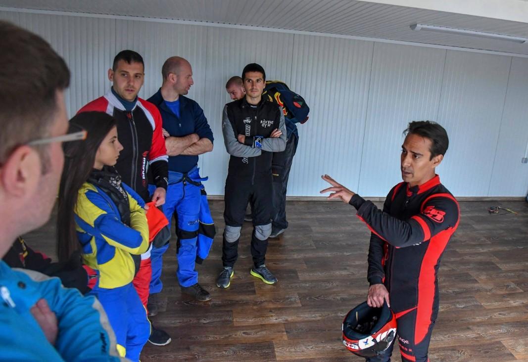 С български парашутисти