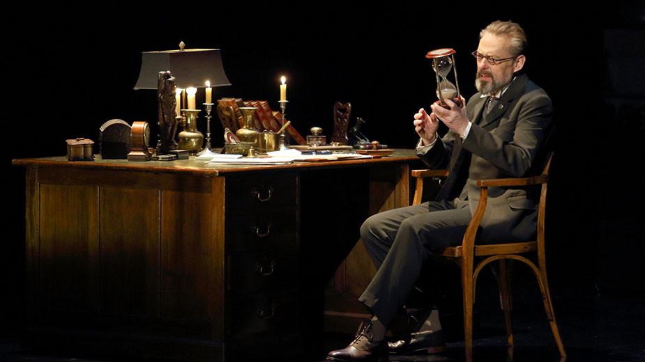 """Сцена от операта """"Смърт във Венеция"""" на Бенджамин Бритън, постановка на Ковънт Гардън. Снимка: roh.org.uk"""