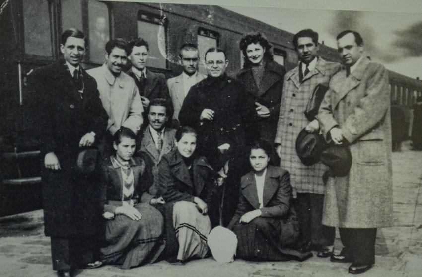Monseigneur Evguénii Bossilkov et ses paroissiens