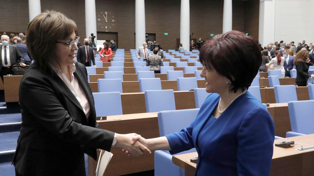 Приключва работа 44-ото Народно събрание. На снимката: Корнелия Нинова и Цвета Караянчева